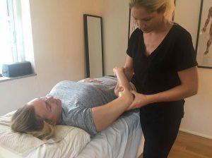 Massage af smerter og ømhed i arme, ben, knæ, lænd og ryg